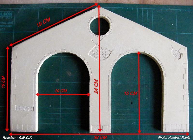 Fabrication d'une remise de gare S.N.C.F. en plâtre DSCF7310
