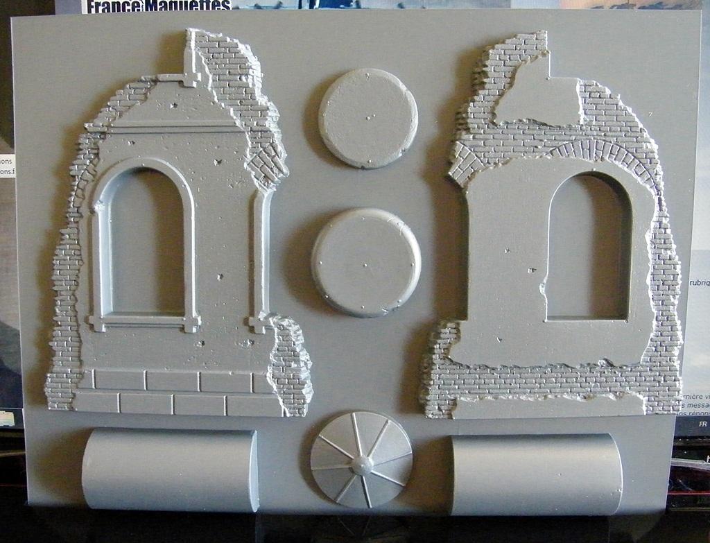 Montage d'une maison en ruine Miniart  DSCF3320