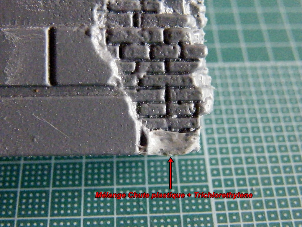 Montage d'une maison en ruine Miniart  DSCF3493