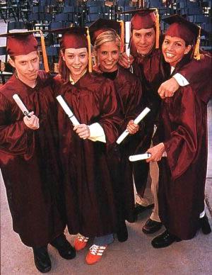 Buffy : votre saison préférée ? FULL_220303_buffy_graduation3