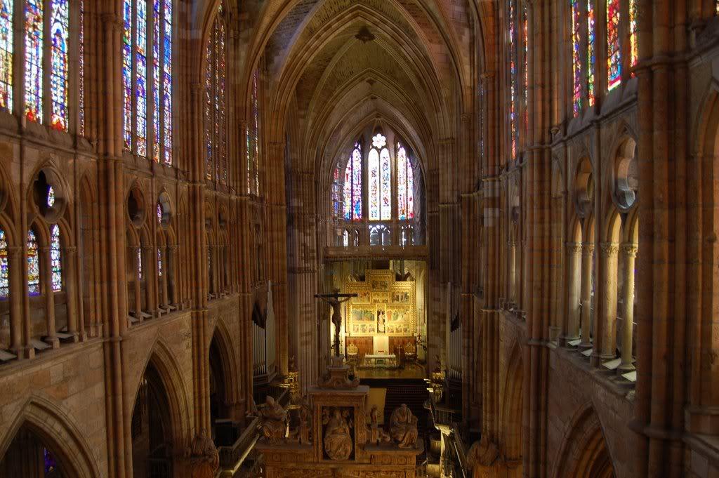 14. Arte gótico [en construcción] CatedralLeonIn2-1
