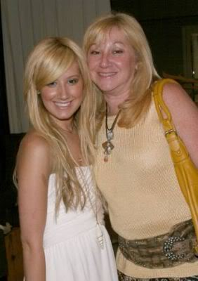 Ashley sa mamom Normal_lq057