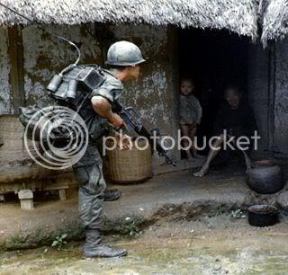 fashion chien tranh !! 627px-Vietconghuntcrop