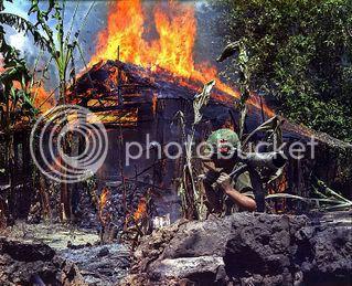 fashion chien tranh !! 739px-Burning_Viet_Cong_base_camp