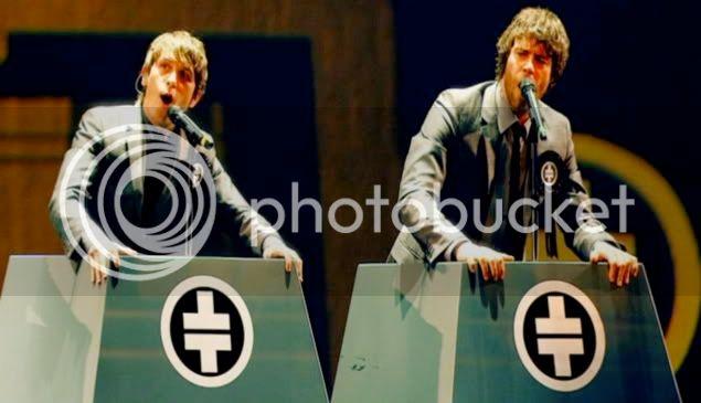 Mark&Howard MHreachout-2