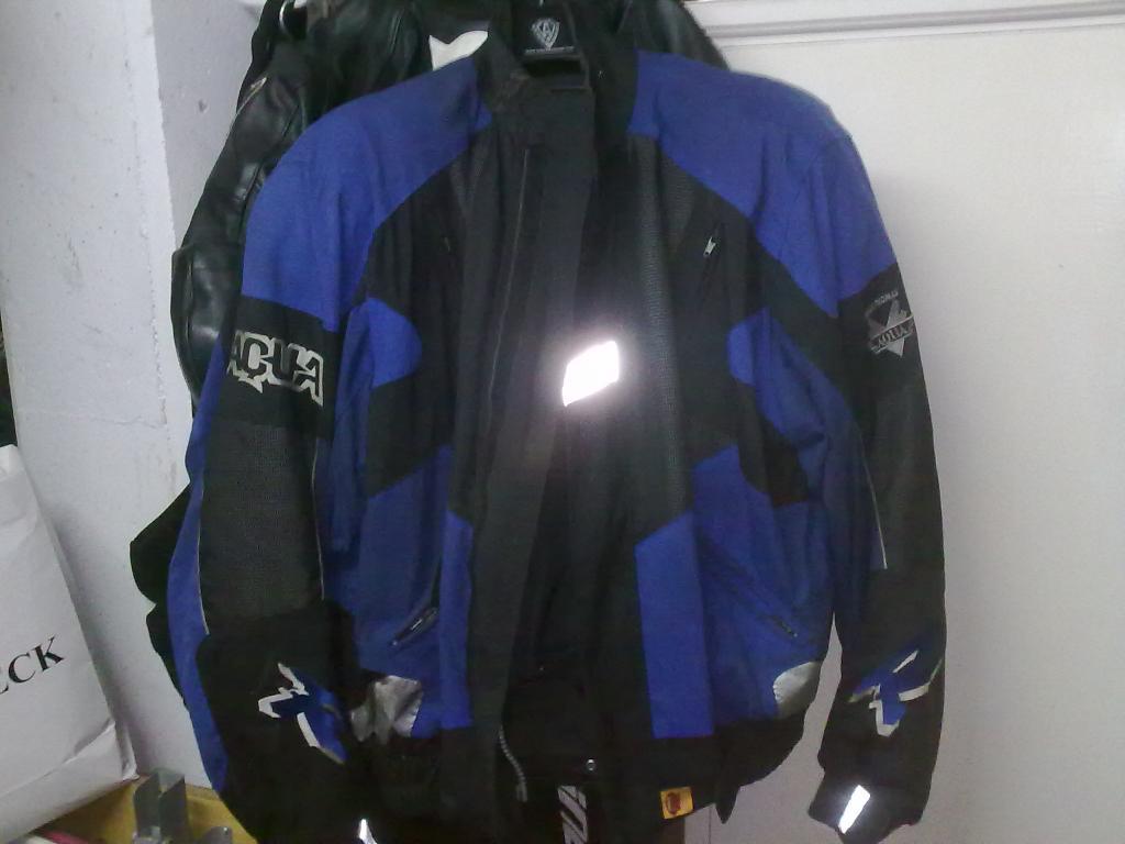 vendo / cambio monos y chaqueta 27102012555