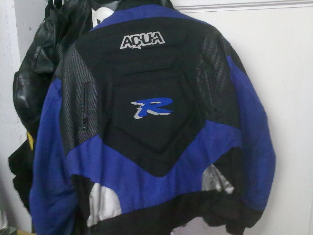 vendo / cambio monos y chaqueta 27102012556