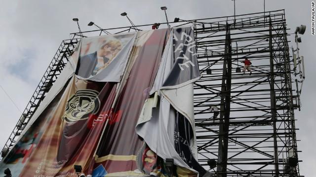 'Worse than hell' in typhoon-ravaged Philippines  131107143023-03-typhoon-1107-horizontal-gallery