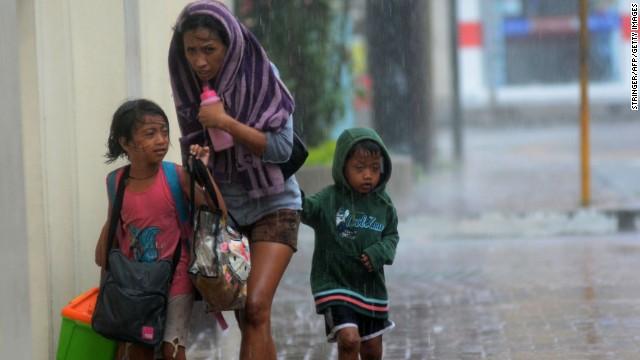 'Worse than hell' in typhoon-ravaged Philippines  131108061645-02-typhoon-1108-horizontal-gallery
