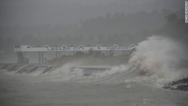 'Worse than hell' in typhoon-ravaged Philippines  131108061648-03-typhoon-1108-horizontal-gallery