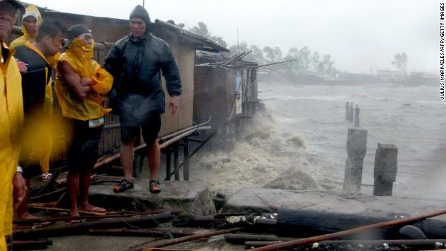 'Worse than hell' in typhoon-ravaged Philippines  131108142938-01-typhoon-1109-horizontal-gallery