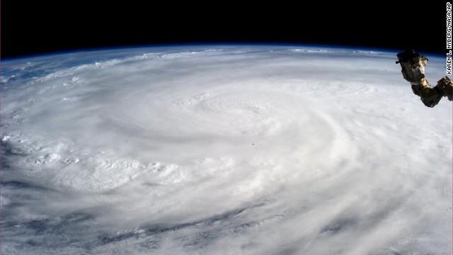 'Worse than hell' in typhoon-ravaged Philippines  131109063322-08-typhoon-1109-horizontal-gallery