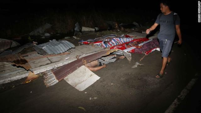 'Worse than hell' in typhoon-ravaged Philippines  131109122539-23-typhoon-1109-horizontal-gallery