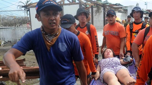 'Worse than hell' in typhoon-ravaged Philippines  131109194824-02-typhoon-haiyan-1109-horizontal-gallery