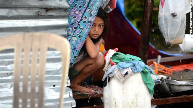 'Worse than hell' in typhoon-ravaged Philippines  131110000208-03-typhoon-1110-horizontal-gallery