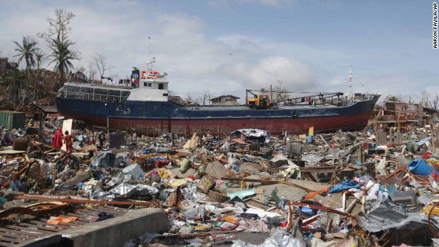 'Worse than hell' in typhoon-ravaged Philippines  131110074446-02-haiyan-1110-horizontal-gallery