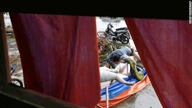 'Worse than hell' in typhoon-ravaged Philippines  131110103432-12-haiyan-1110-horizontal-gallery