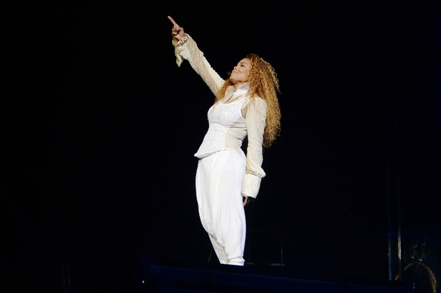 "Janet Jackson >> álbum ""Black Diamond"" - Página 15 Music-janet-jackson-unbreakable-tour-03"