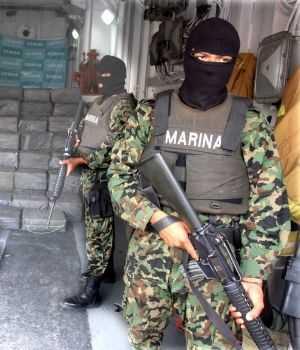 01/08/10 El Recolector de Almas - La Granja Partida abierta Presentan-autoridades-cargamento-de-cocaina-300x350