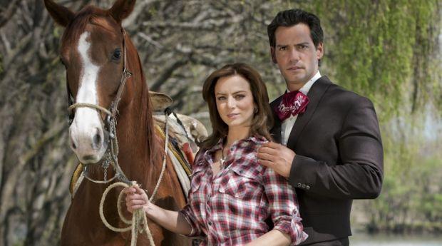 Храбрая любовь...когда приказывает сердце/Amor bravío...Cuando manda el corazón... Silvia-navarro-y-cristian-de-la-fuente-caballo-620x345