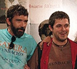 ¿Cuánto mide Antonio Banderas? - Altura - Real height Antonio-banderas-y-alejandro-sanz-299x269
