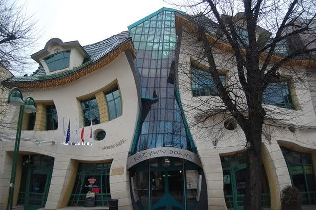Worlds amazing buildings ! 1TheCrookedHouseSopotPoland640x480
