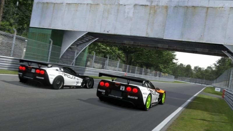 Final del Campeonato de Verano 2012 de GT5 con la victoria de abe_power en Monza Foto1-6
