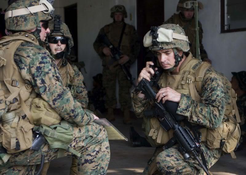 Vos photos de Geardos 800px-USMC_Philippines_Exercise