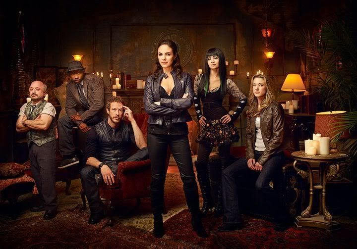 Lost Girl - Page 2 249327_229553557089046_146015875442815_672557_237970_n