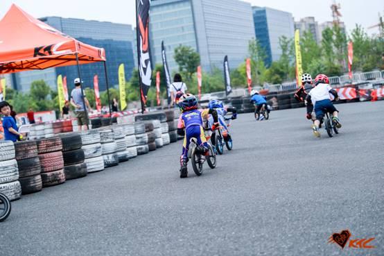 Bike8儿童平衡车大赛,让孩子每一次成长都值得铭记 Aeda91412ce5862e