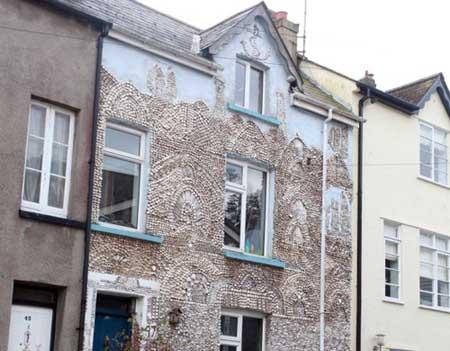 منزل مغطى بالأصداف البحرية 4