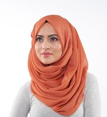 لفات حجاب أنيقة رغم بساطتها 315112_mn66com
