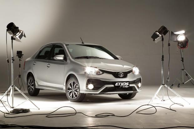 El Toyota Etios recibió un restyling inesperado en Brasil TOYOTA-ETIOS-PLATINUM-BRASIL-6