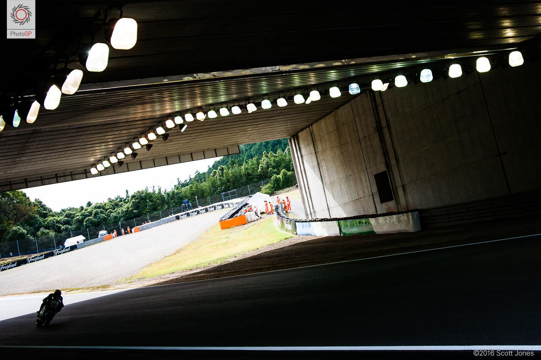 [GP] Motegi Twin-Ring-Motegi-tunnel-Scott-Jones