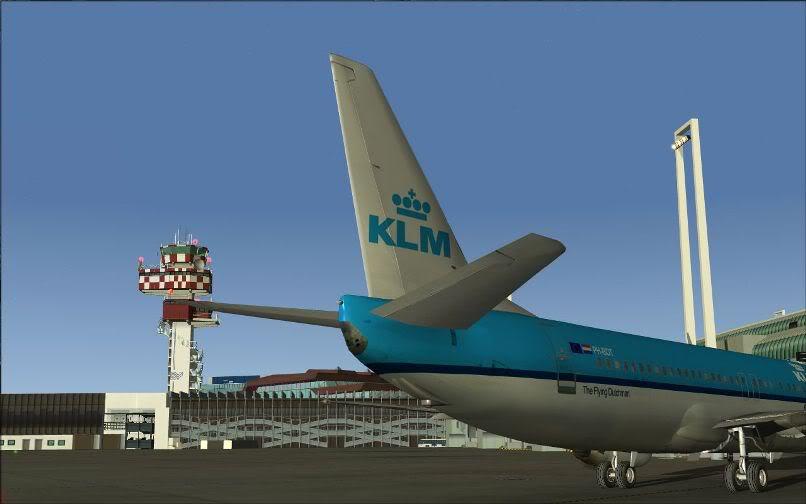 [FS9] LIRF - LOWI / 737 KLM FS2004-003