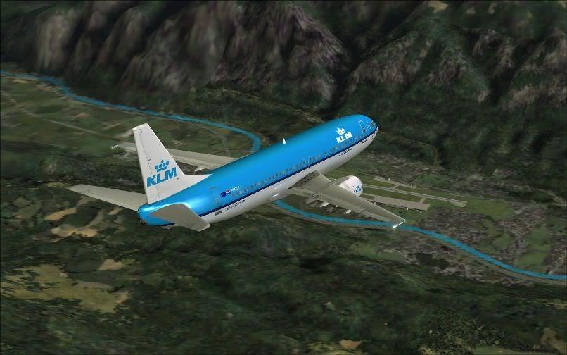 [FS9] LIRF - LOWI / 737 KLM FS2004-021