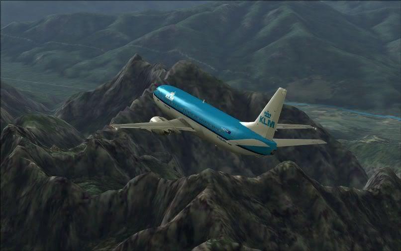 [FS9] LIRF - LOWI / 737 KLM FS2004-024