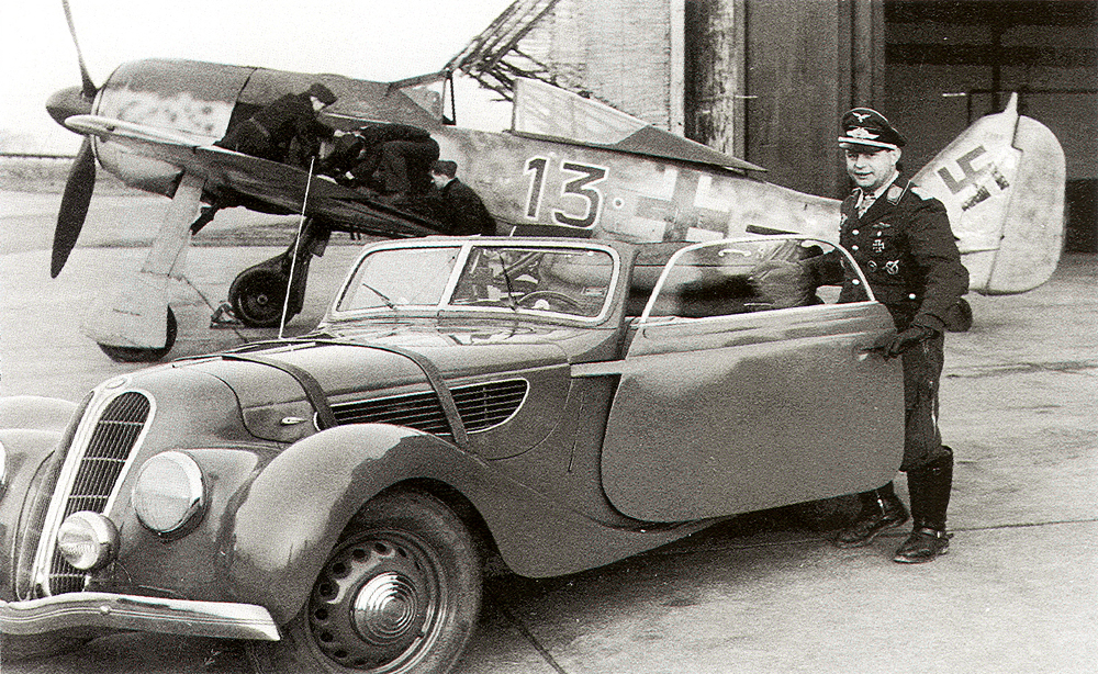 Fw 190A: Ο Παρδαλοκεφαλάς της Luftwaffe Fw-190A5-JG26-B13_--Josef-Priller-France-1943-02_zps2901e8fe
