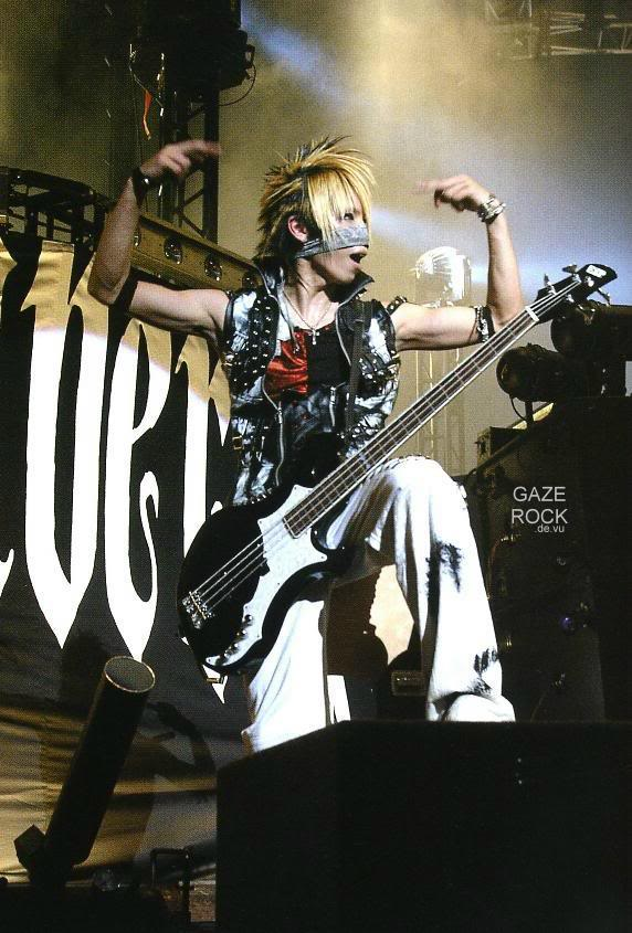 GazettE (Visual kei) - Página 2 Reita-45