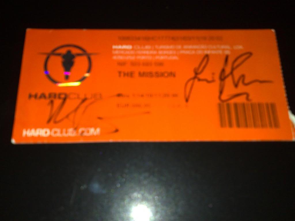 Os nossos concertos (ingressos) - Página 2 TheMissionSigned2011_zps47f70853