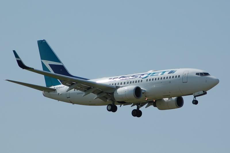 Winnipeg James Armstrong Richardson International Airport (YWG / CYWG) DSC_0781