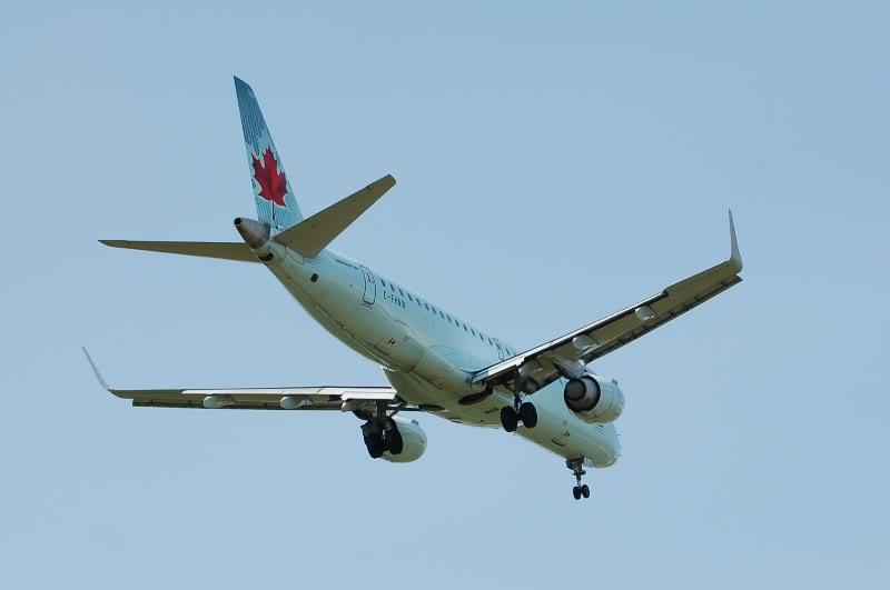 Winnipeg James Armstrong Richardson International Airport (YWG / CYWG) DSC_0843