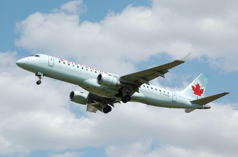 Winnipeg James Armstrong Richardson International Airport (YWG / CYWG) DSC_0988