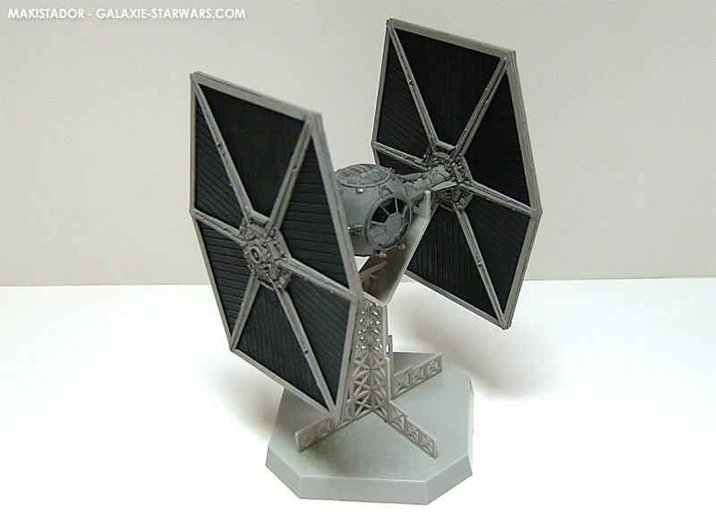 FINEMOLDS maquette Tie-fighter 1/72 eme 4-5