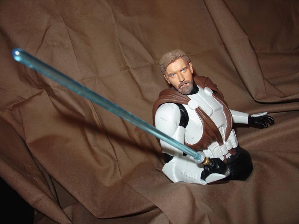 Obi-Wan Kenobi in Clone Trooper Armor Mini Bust - Page 3 Obi-1