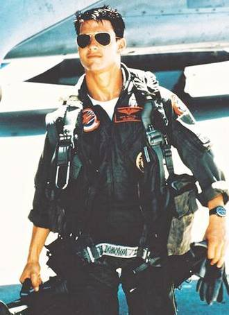 Picture Wars Top_gun_maverick_tom_cruise_suited