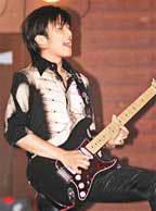 Bộ sưu tập guitar của Nic Fender3