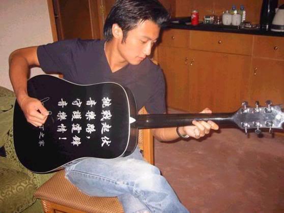 Bộ sưu tập guitar của Nic P34