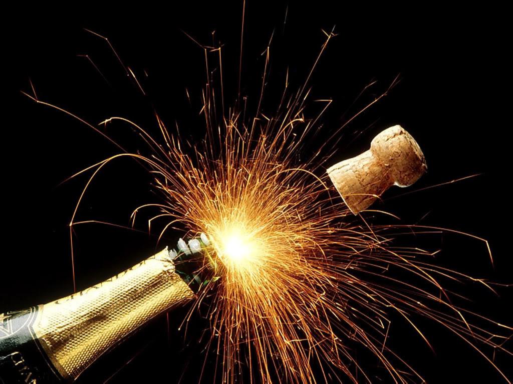 QUE PENSEZ VOUS? Sparkling_Champagne_Holidays