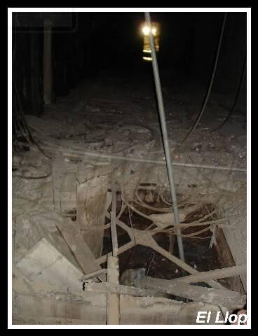fotos antic elevador vagons Lesseps A11resteselevador02-12-2006